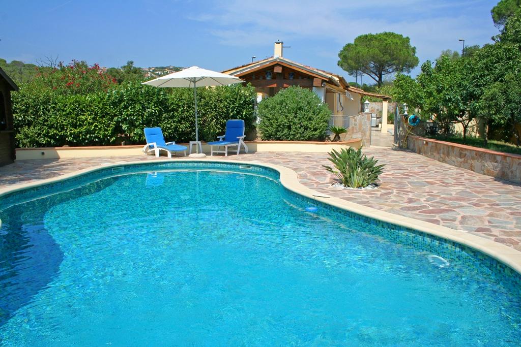 Vente vente haut de villa avec piscine et garage for Vente materiel de piscine